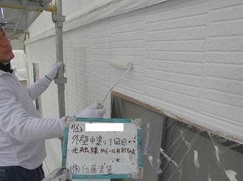 外壁 中塗り1回目